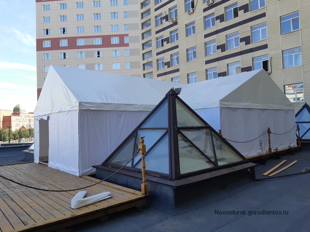 Крестообразный шатер на крыше здания